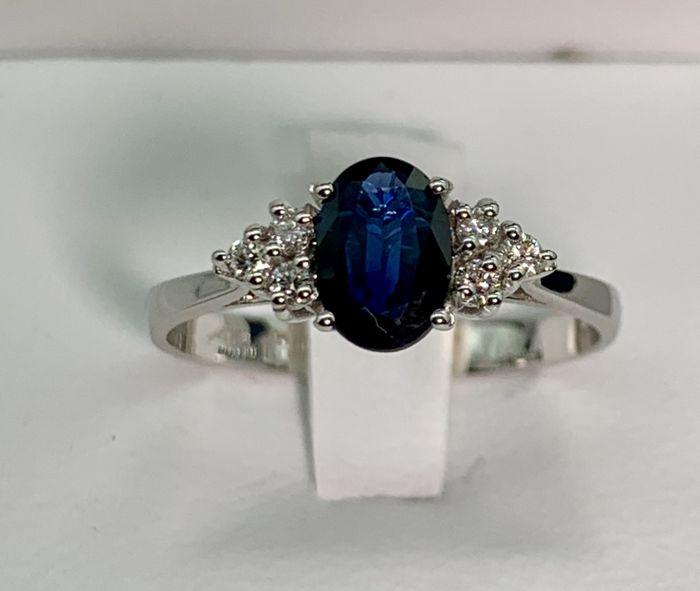 Women's 18 kt white gold ring, main stone is an oval cut sapphire weighing  approx  1 02 ct, with 6 diamonds totalling 0 108 ct, colour F/G, VS1, SIZE