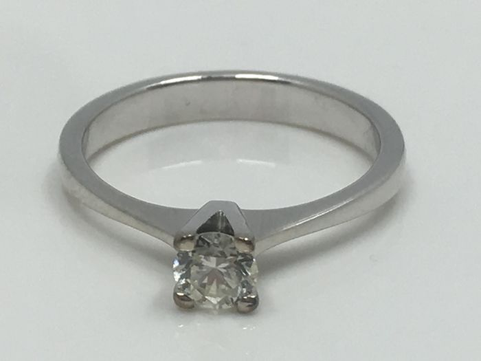 Engagement ring solitaire diamond ring 0.33 ct Tc M VVS2 18 kt white gold with HRD certificate, ring size: 17.5 mm