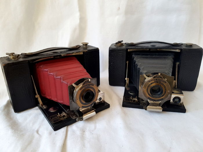 set van 2 Kodak No 2 Folding Pocket Brownie / rode en zwarte balg