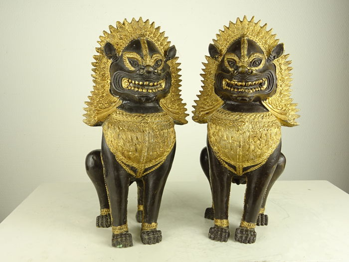 Pair of bronze Singha lions - Thailand - late 20th century