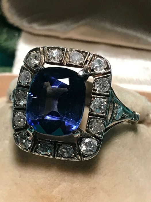 Ring in 14 kt yellow gold and 925/100 silver with diamonds and verneuil sapphire