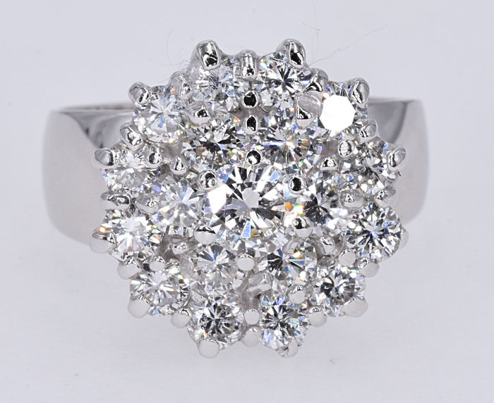 2.23 Ct Diamond ring. 14kt gold, size 12 adjustable. No reserve price.