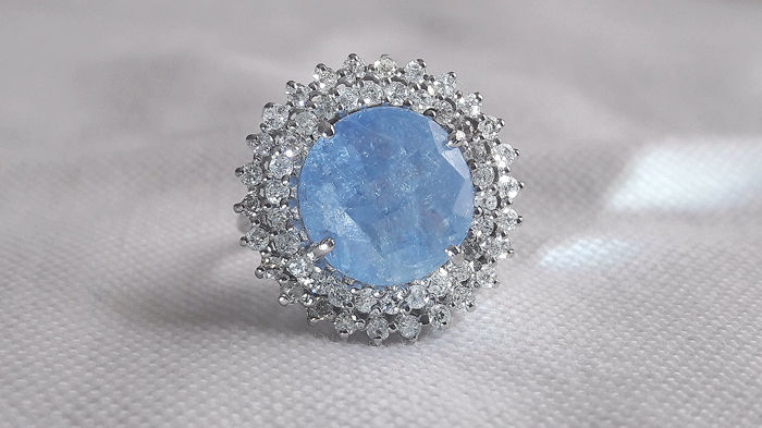 Cocktail ring in 18 kt white gold with 10.34 ct light blue sapphire and 1.56 ct diamonds - size 54 (French) - No Reserve