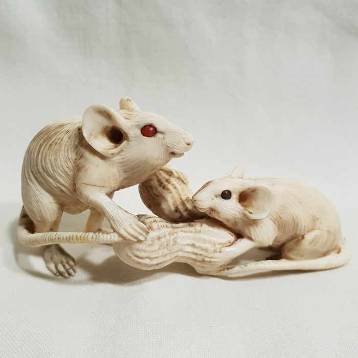 Ivory netsuke/okimono of 2 mice - Japan - 19th century (Edo period)