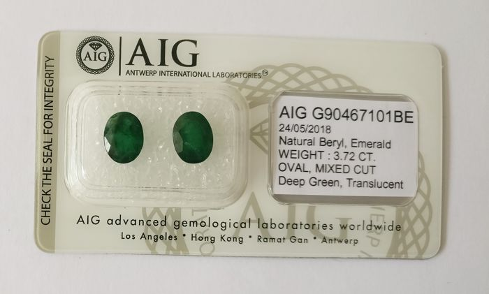Couple of 2 Emerald Deep Green 3.72 ct *** No Reserve ***