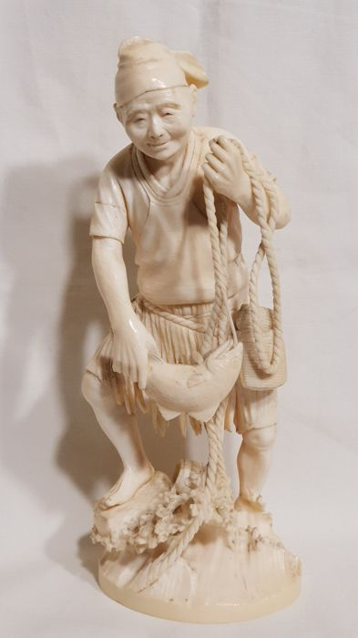 Ivory okimono of a fisherman - Japan - late 19th/early 20th century (Meiji period)