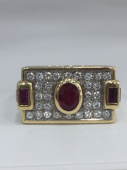 Ring in 18 kt gold with diamonds and rubies