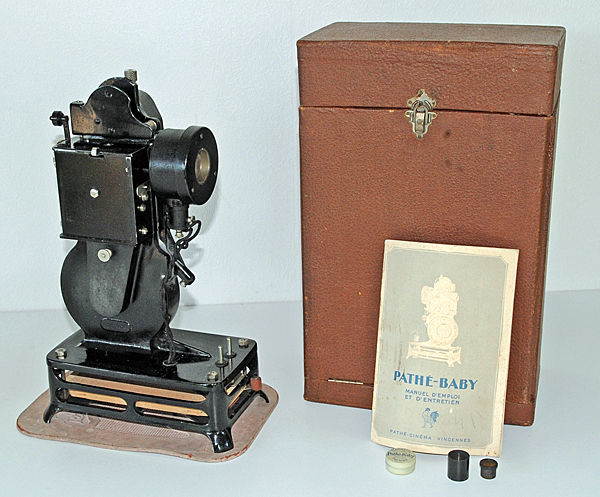 Pathe Baby 9.5 Projector, functional Good condition