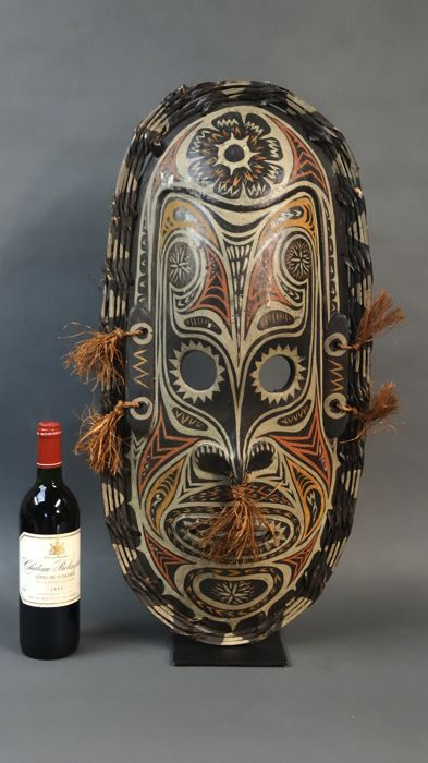 Large Guardian Savi mask - IATMUL - Middle Sepik - Papua New Guinea