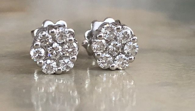 Pair of 18 kt white gold rosette ear studs with in total approx. 0.60 ct of brilliant cut diamonds H/VS/SI - Size: 7 mm x 7 mm