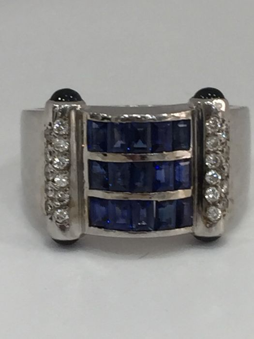 18 kt white gold ring with sapphires and diamonds
