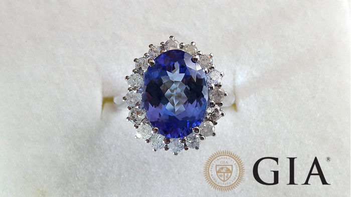Cocktail ring in 18 kt white gold with natural tanzanite, 4.63 ct, with GIA certificate, and diamonds for 0.80 ct - size 54 (FR) - no reserve