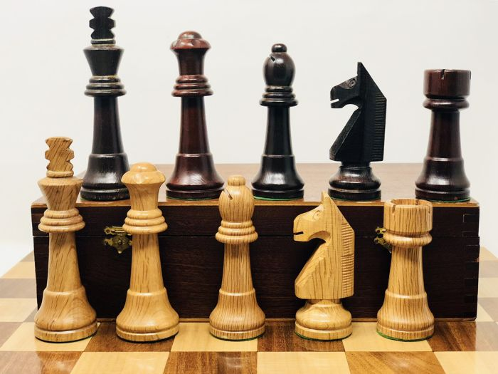 Game of chess - Staunton 8 pieces with box - wood - oak