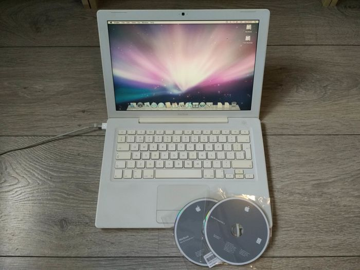 "Apple MacBook White 13"" - Core2Duo 2.4Ghz CPU, 2GB RAM, 250GB HDD, Superdrive - with original charger"