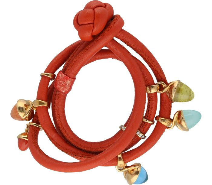 18 kt - Tamara Comolli - bracelet in coral-red colour with 5 yellow gold mikado pendants and 24 zirconia - Length: 39 cm