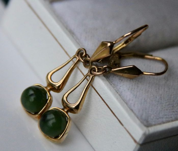 Antique Art-Deco gold earrings (size 35mm) enchanted with green cabochon Jade **No Reserve**