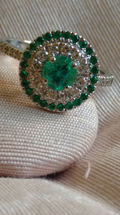 Ring in 18 kt white gold with emeralds and natural diamonds - size 53