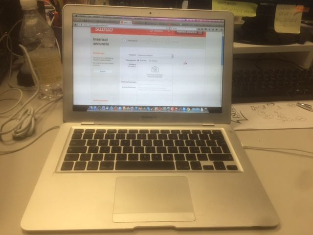 "Apple MacBook Air 13.3"" (mid 2009) - Core2Duo 1.6Ghz CPU, 2GB DDR3 RAM, 64 SDD,  - with charger"