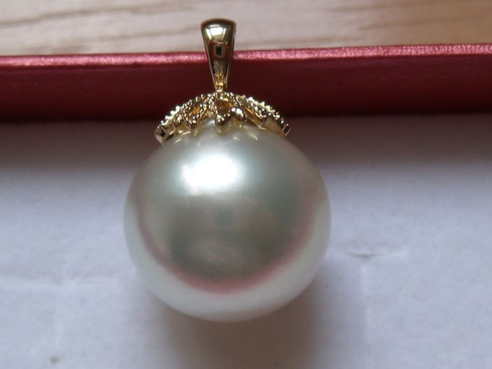 14 kt yellow gold pendant with South Sea pearl of 16 x 15 mm