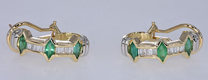 2.61 Ct Emeralds with Diamonds earrings. 14kt gold, size 21.6x7.3mm. No reserve price.