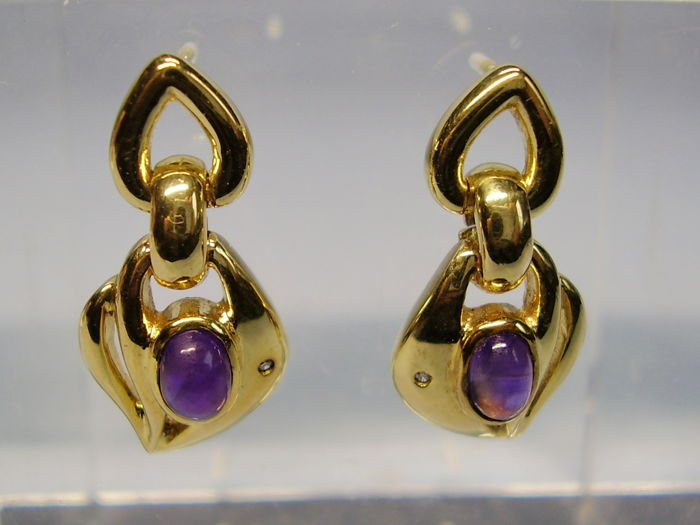 Golden two-part earrings with oval natural amethyst cabochons totalling 1.4 ct. and natural diamonds of 0.01 ct.