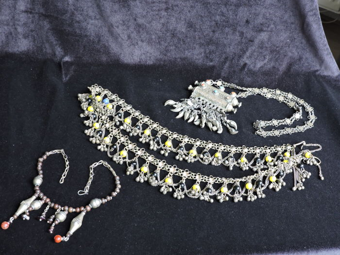 Antique jewellery from the Middle East, 3-part - 2nd half 20th century