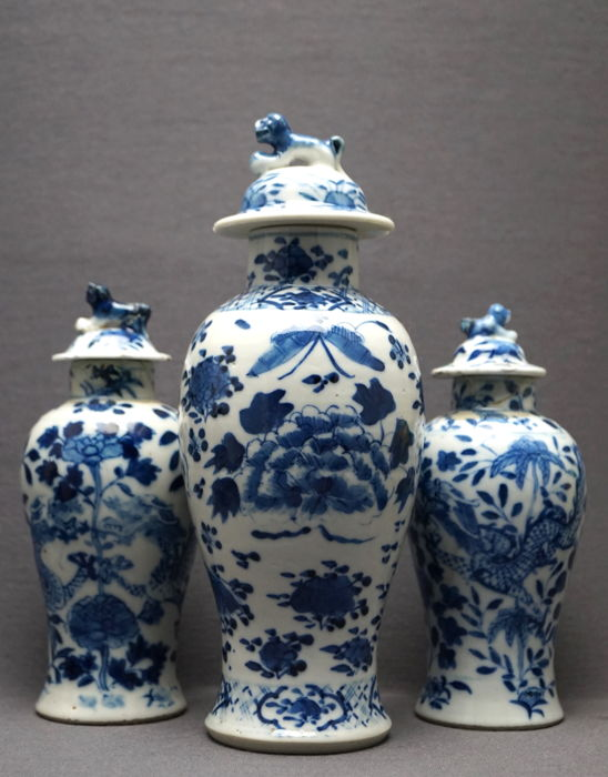 3 vases with lid, decorated with birds, dragons and blossom branches, marked - China - 19th centur (Qing dynasty)