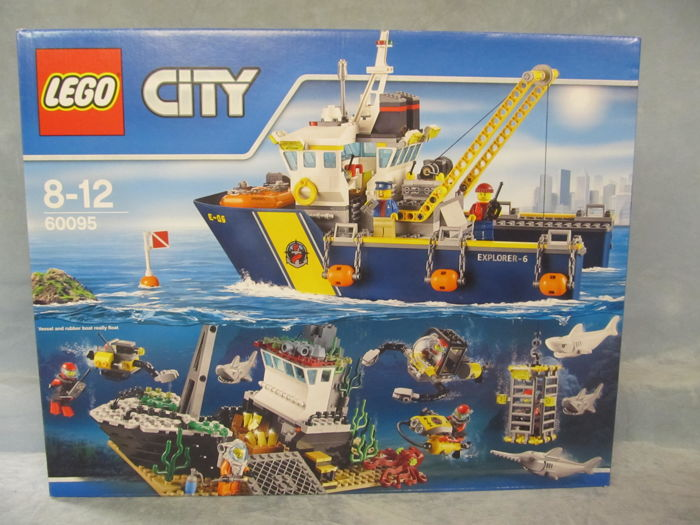 LEGO - City - 60095 - Ship Deep Sea Exploration Vessel retired in