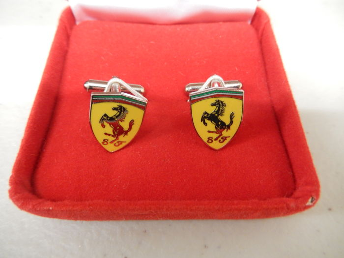 Dekoratív tárgy - Official Ferrari Metal and Enamel Boxed Cufflinks - 1996