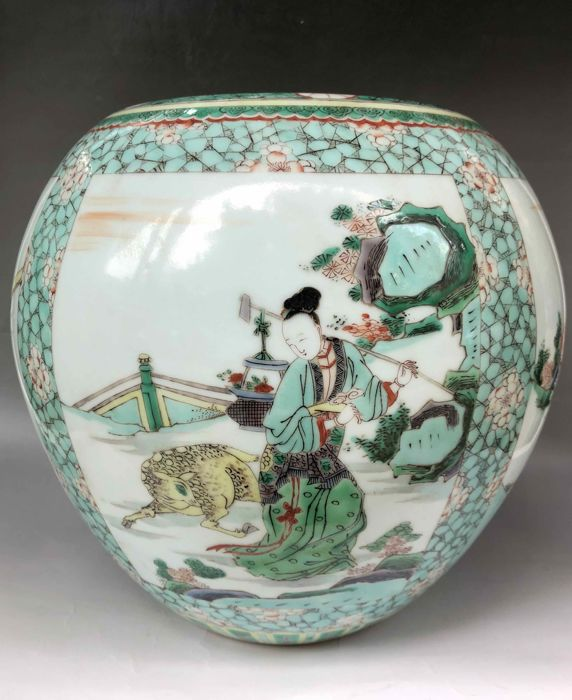 Nice Famille Verte Jar with characters painting - China - Late 19th century