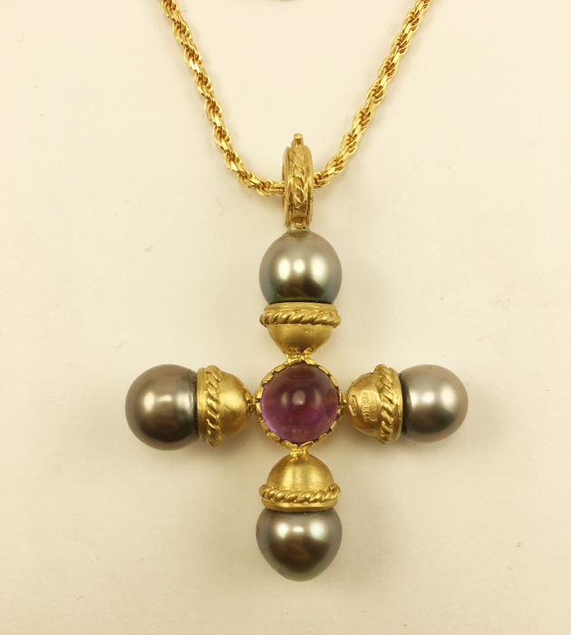 18 kt yellow gold necklace and pendant cross shaped double face pendant with 4 cultured pearls, amethyst cabochon and yellow topaz cabochon