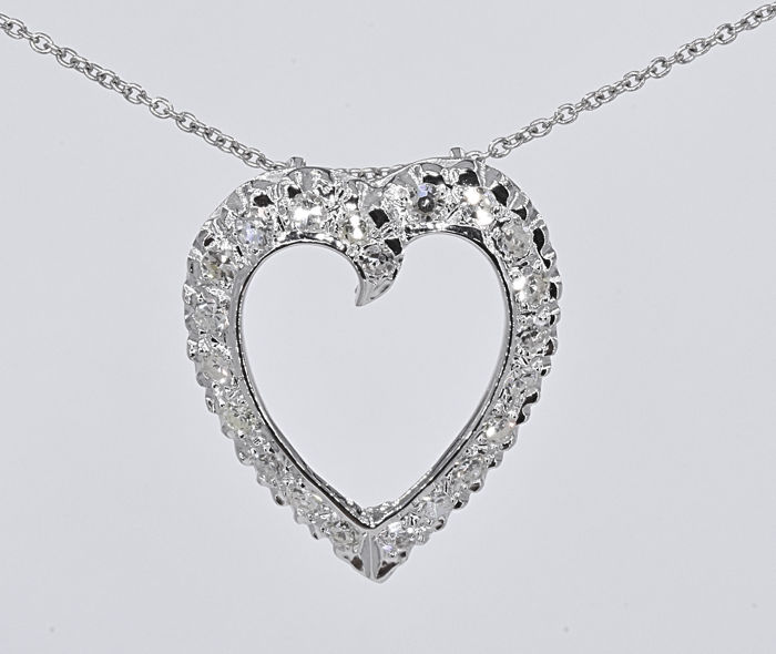 1.08 Ct  Diamonds Heart necklace. 14kt white gold, size 45 cm. No reserve price.