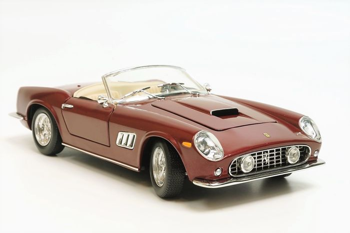 Hot Wheels - 1:18 - Ferrari  - Ferrari 250 GT California Spider Bordeaux Rosso