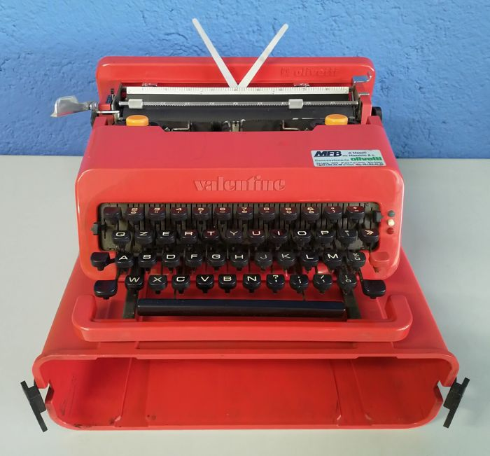 Ettore Sottsass e Perry A. King - Olivetti Valentine (I Serie) - Typewriter