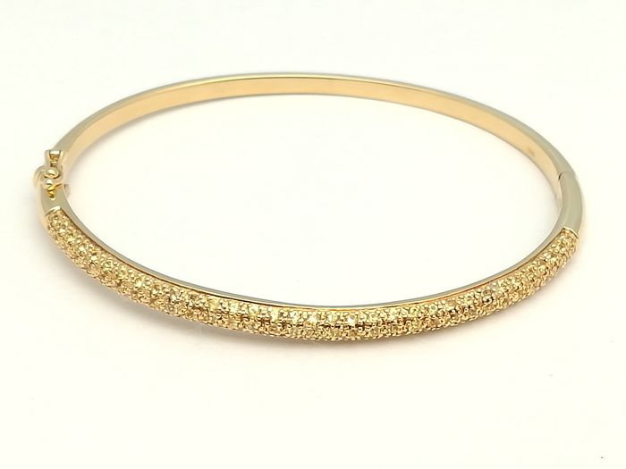 Rigid bracelet of half rod in gold of 18 kt with 99 yellow brilliant cut sapphires of 1.08 ct in total