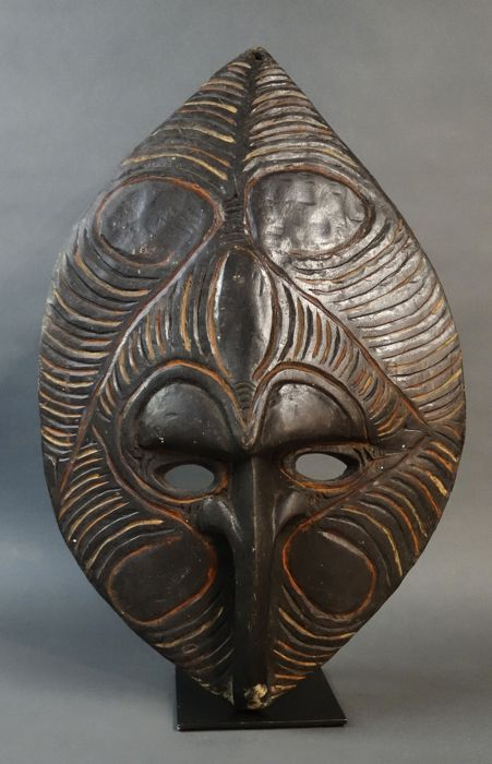 Ancestor wall mask - SEPIK River - Papua New Guinea