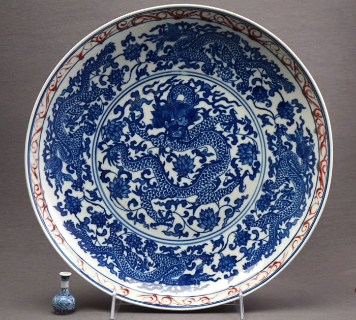 Large platter with underglaze blue decoration of dragons and red blossom strands, marked Qianlong - China - late 20th century