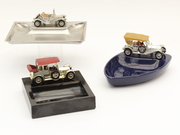 Decorative object - Classic car trays Lesney England - 1970 (3 items)