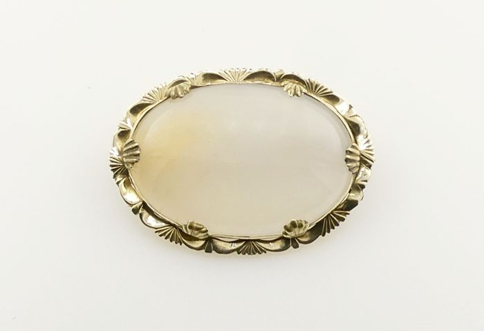 Antique victorian scallop framed natural Chalcedony 12kt brooch - 19.7 grams - Low Reserve