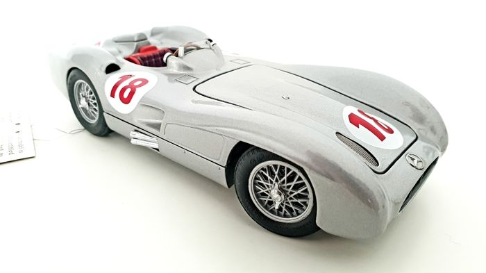 Franklin Mint - RARE - The 1954 Mercedes-Benz W 196 R Model - Featuring over 89 Different Components