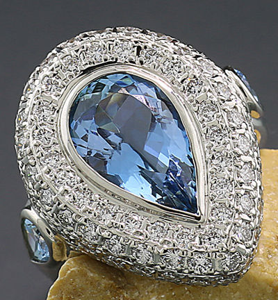 Ring with aquamarine, Santa Maria blue and diamonds totalling 6.00 ct - 900 platinum - no reserve