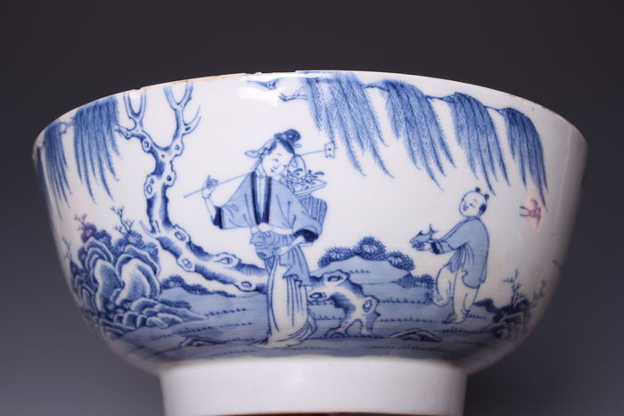 Large Blue and White Porcelain Bowl - China - Late 18th Century