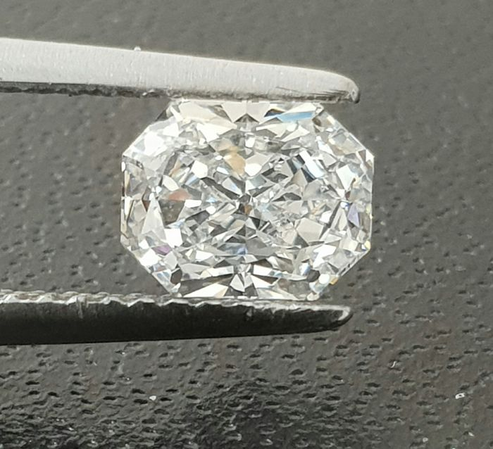 1.04 radiant cut. G-VS2 GIA usa *low reserve*