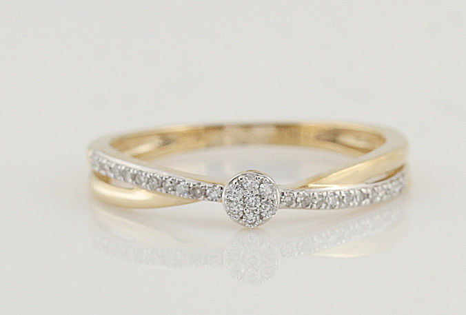 14 kt gold diamond ring / G-H VS-SI diamonds 0.10 ct in total / weight: 1.50 g / ring size: 52