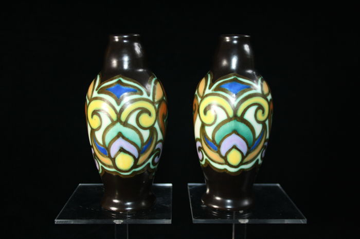 Antoine Dubois - Ceramique Montoise Bergen - Vase- two Art Deco pottery vases (1920-1930) of 2