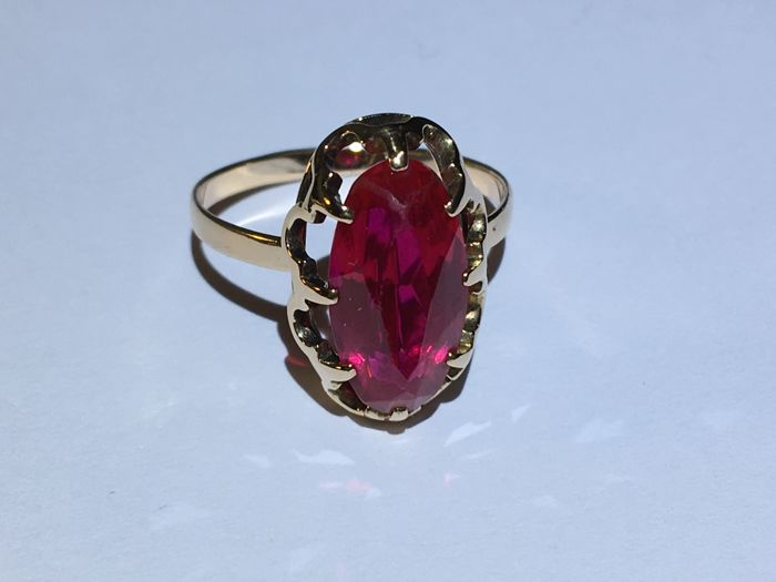 Beatiful  14k gold ring with a big 8ct synthetic ruby, size 18,75mm/ 3,91g***no reserve