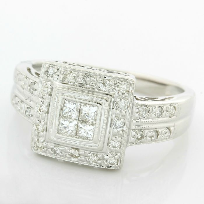 14kt White Gold 0.50ct Princess/Round Brilliant Cut Diamond Ring; Size: 6