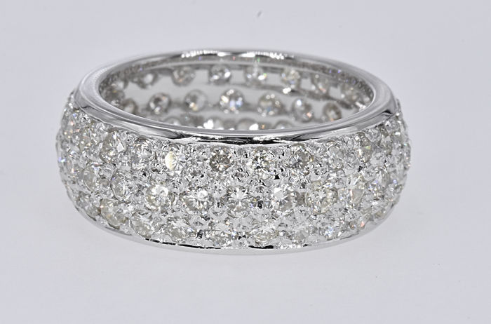 1.98 Ct Diamonds ring . 18kt white gold, size 13,5 adjustable. No reserve price.
