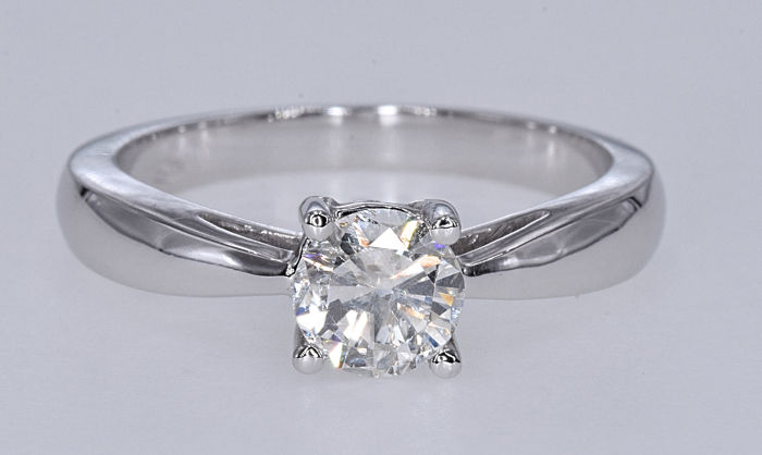 0.77 Ct Diamond solitaire ring . 18kt white gold, size 14,5 adjustable. No reserve price.