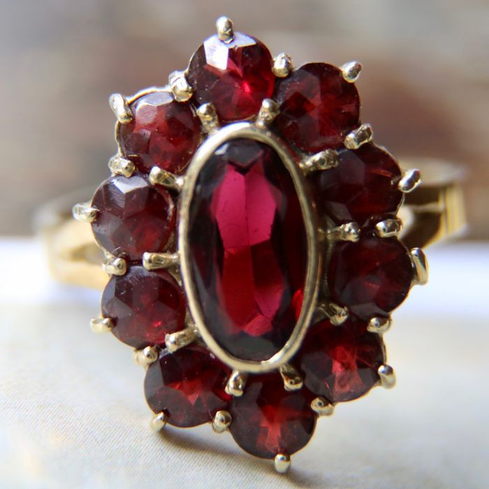 Circa 1900 Antique marquise Yellow Gold 585/14kt ring with 10 large roos cut and 1 oval cut Bohemian Garnets 2.99Ct. (engraved).